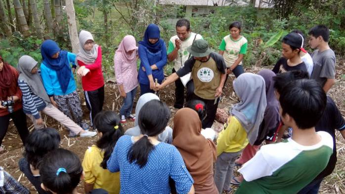 Organic Gardening and Green Education with SMAN 4 Malang